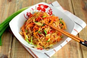 Салат из фунчозы с кальмарами - фото шаг 10