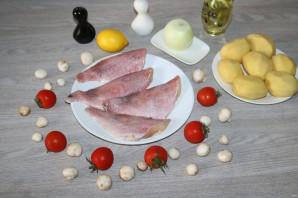 Окунь запеченный с картошкой в духовке - фото шаг 1