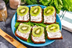Бутерброды с красной рыбой и киви - фото шаг 4