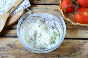 Помидоры, фаршированные сыром и огурцами - фото шаг 3