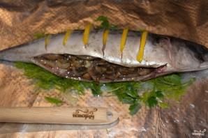 Скумбрия, запеченная с грибами - фото шаг 5