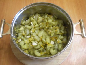 Салат из огурцов на зиму по-корейски - фото шаг 7