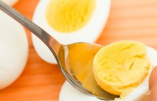 Рецепт фаршированных яиц с авокадо - фото шаг 1