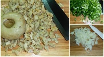 Пирожки с солеными грибами - фото шаг 6