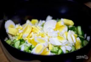 Салат с отварной курицей, яйцом и овощами - фото шаг 4
