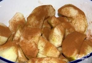 Бисквитный яблочный пирог - фото шаг 1