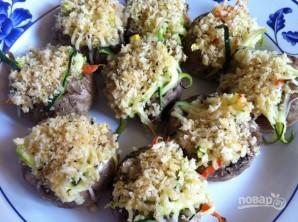 Шампиньоны, фаршированные овощами - фото шаг 7