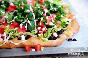 Пицца с кукурузными лепешками, фасолью и сыром - фото шаг 6