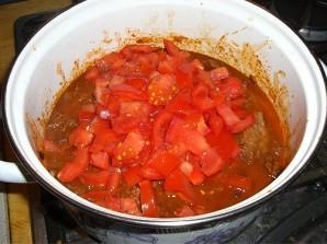 Гуляш из говядины с помидорами - фото шаг 11