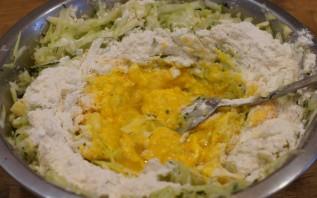 Блинчики из кабачков с сыром - фото шаг 3