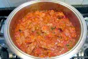 Телятина, тушенная с помидорами - фото шаг 9