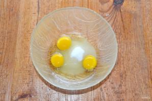 Бисквитный пирог с клубникой - фото шаг 2