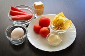 Салат с чипсами, крабовыми палочками и помидорами - фото шаг 1