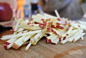 Капустный салат с яблоком - фото шаг 3
