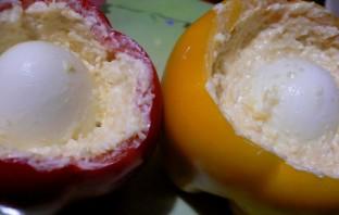 Перец, фаршированный сыром и яйцом - фото шаг 4