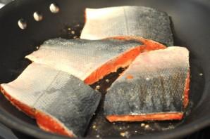 Филе лосося на сковороде - фото шаг 3