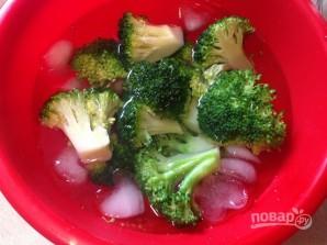 Салат из брокколи с вяленой клюквой - фото шаг 6