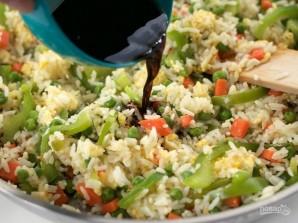 Рис с овощами на сковороде - фото шаг 6