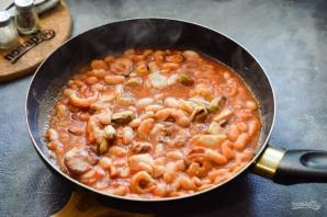 Фасоль с морепродуктами - фото шаг 7