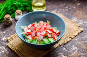 Салат с пекинской капустой, крабовыми палочками и кальмарами - фото шаг 4