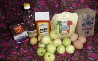 Шарлотка с какао и яблоками  - фото шаг 1
