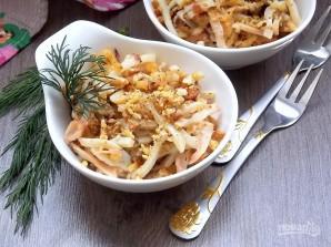 Салат с кальмарами, грибами и орехами - фото шаг 9