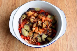Салат из баклажанов с помидором и перцем - фото шаг 8