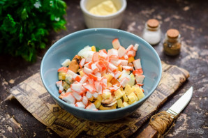 Салат с мидиями и крабовыми палочками - фото шаг 5