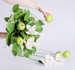 Букет из яблок своими руками - фото шаг 6