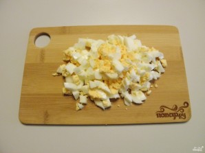 Салат из крабовых палочек и печени трески - фото шаг 3