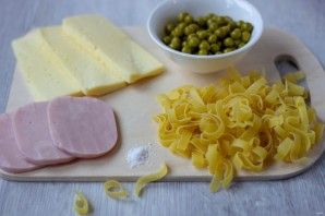 Паппарделле с ветчиной, сыром и зеленым горошком - фото шаг 1