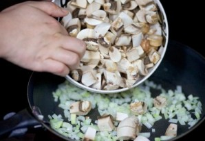 Салат из креветок, грибов и риса - фото шаг 3