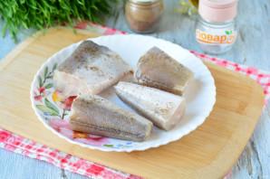 Рыба запеченная с чесноком в духовке - фото шаг 2