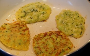 Блинчики из кабачков с сыром - фото шаг 5