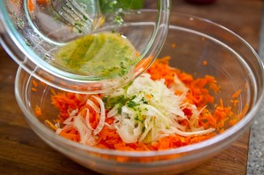 Простой салат из моркови - фото шаг 5