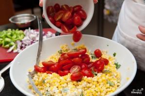 Салат из помидоров и кукурузы - фото шаг 4