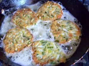 Яичные котлеты с зеленью - фото шаг 7
