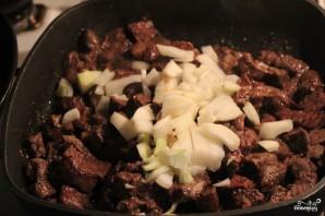 Тушеная говядина в сметанном соусе - фото шаг 2