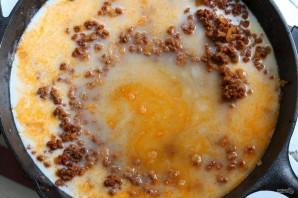 Макароны с фаршем и сыром в соусе - фото шаг 4