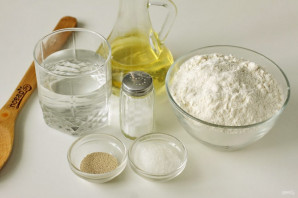 Дрожжевые пышки на сковороде - фото шаг 1