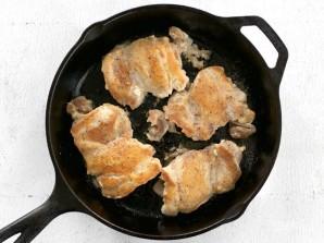 Курица с грибами в сливочно-чесночном соусе - фото шаг 3