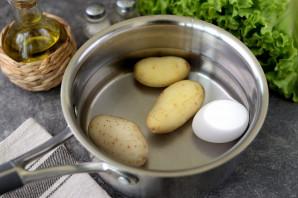 Салат с копченой салакой - фото шаг 2
