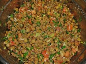 Салат с чечевицей и помидорами - фото шаг 4