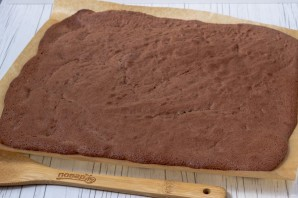 Шоколадный бисквитный рулет - фото шаг 12