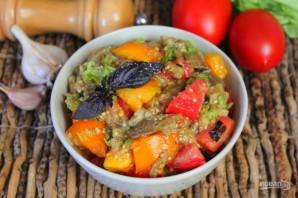 Салат из печеных баклажан с помидорами и чесноком - фото шаг 8
