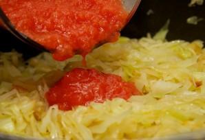 Капуста тушеная в томатном соусе - фото шаг 3