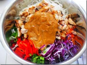 Курица с рисовой лапшой и овощами - фото шаг 6