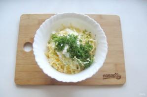 Крабовый салат с яблоком - фото шаг 8
