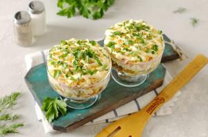 Слоеный салат с курицей и ветчиной - фото шаг 10