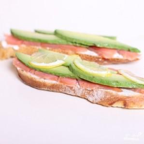 Сэндвич со слабосоленой семгой и авокадо - фото шаг 5